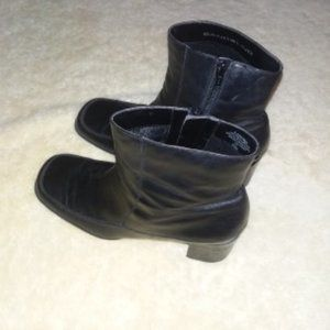 Sz 10 Bandolino Black Zip Leather Booties